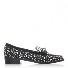 Moda in Pelle Faryia Pointed Toe Shoe With Studs Black/White Print