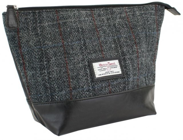Berneray Harris Tweed Wash Bag